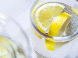 Пейте обычную лимонную воду вместо таблеток, если у вас есть одна из этих 15 проблем