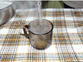 Стакан обычной горячей воды для хорошего стула и от старости